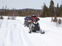 两座雪地摩托穿越特纳山谷