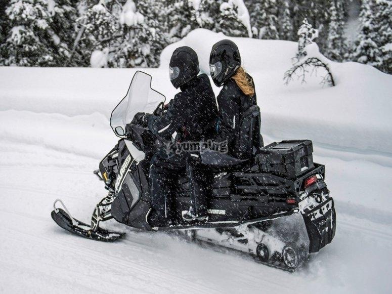 Excursión en moto de nieve Rinconada Piedrafita