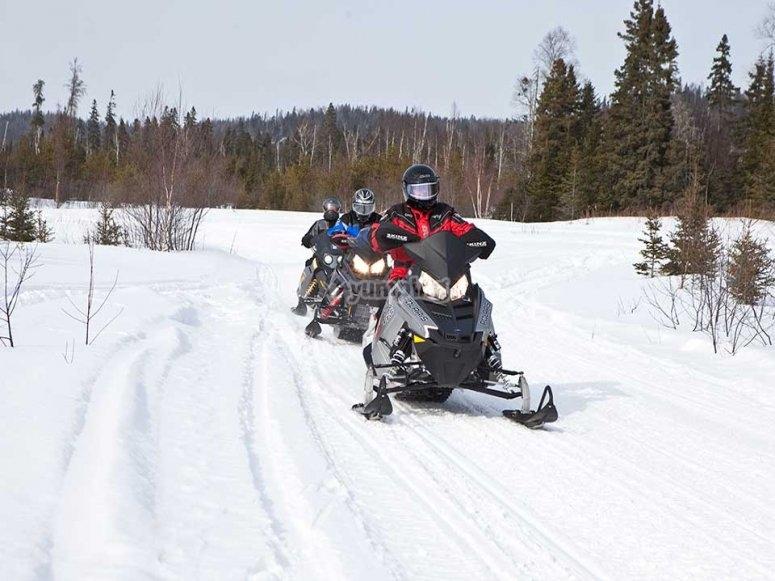 En la moto de nieve hacia el Ibón de Piedrafita