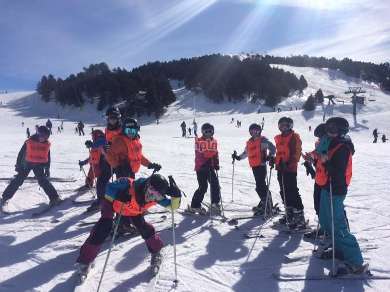 Group of youngsters on the skis in the mountains of Madrid
