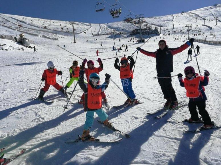 Mini students learning to ski