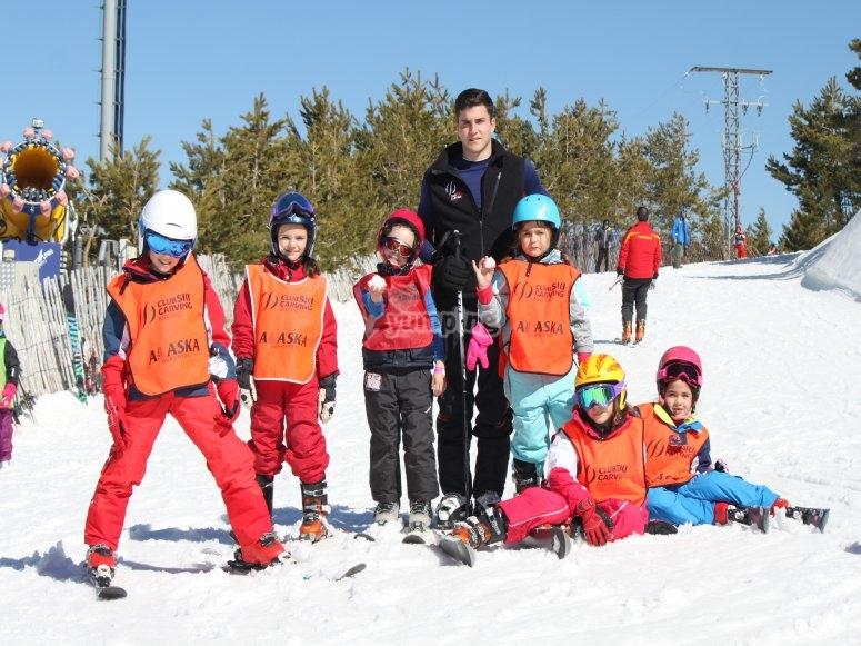 Mini-sized students learning to ski