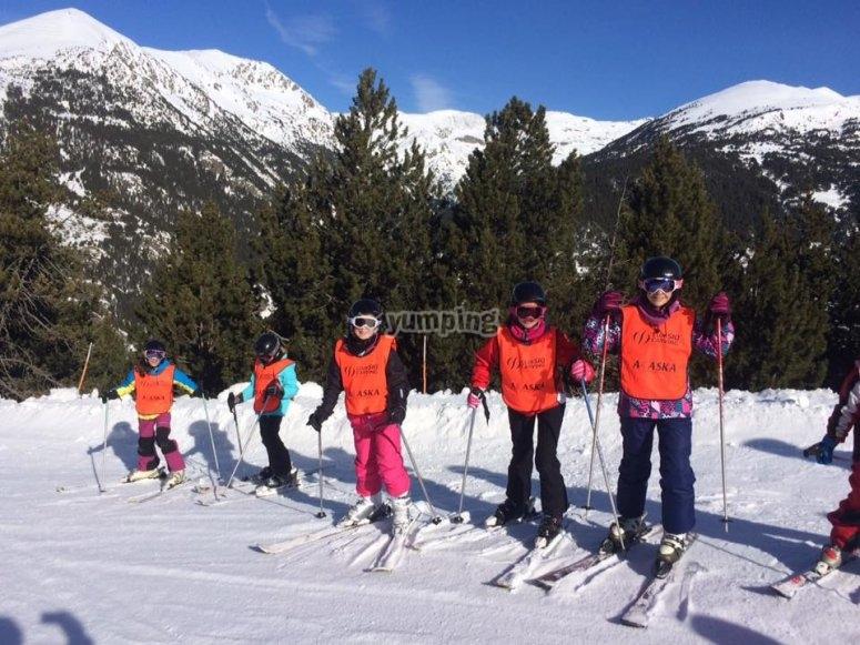 Children skiing in Valdesquí