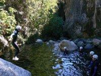 Practicar descenso de barrancos