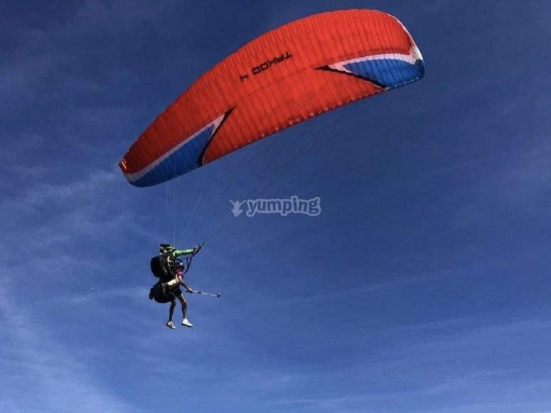 Volar en parapente por Sopelana