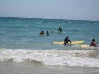 Corso di surf durante il campo