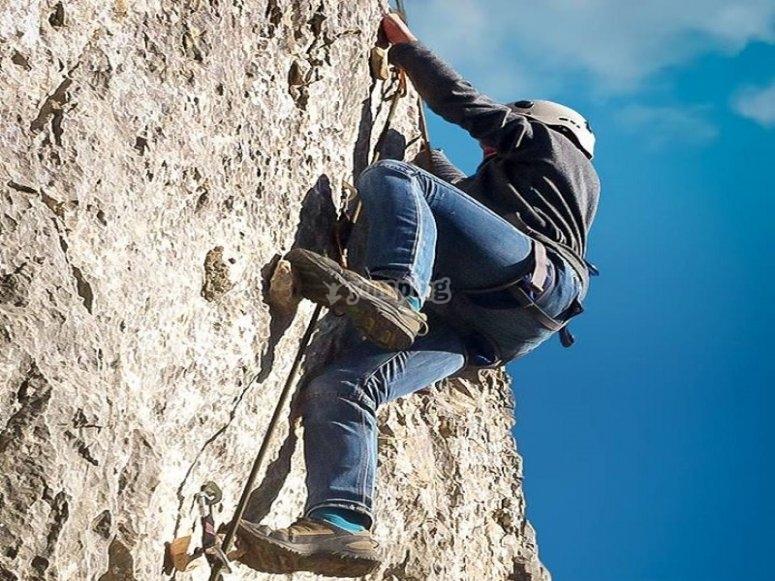 Escalada en roca en montaña de Guadalajara