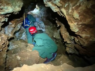 Spelunking in the Lutuero Cave 2 hours