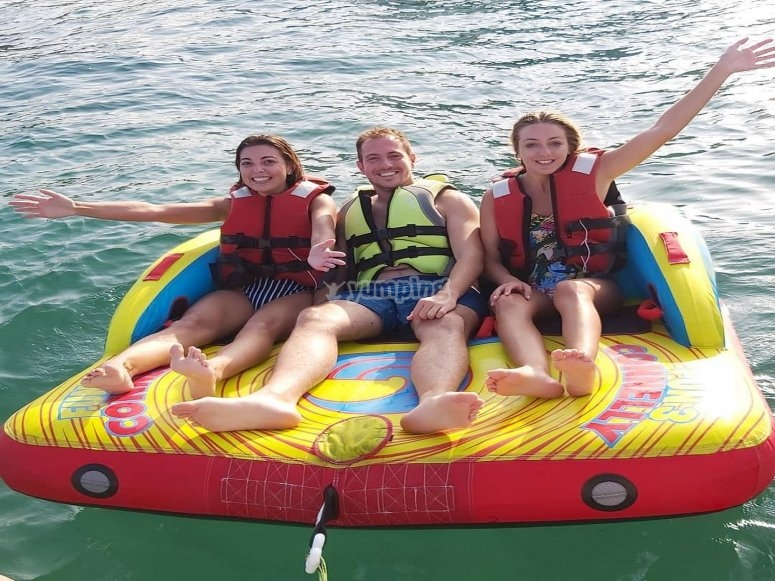 On the inflatable propelled by the boat