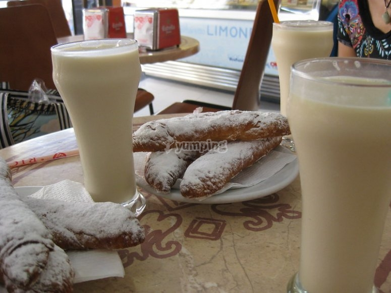 Taste the typical Alboraya horchata and the traditional fartones