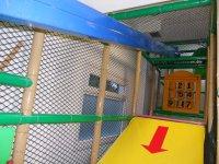 Tirolina en el parque infantil