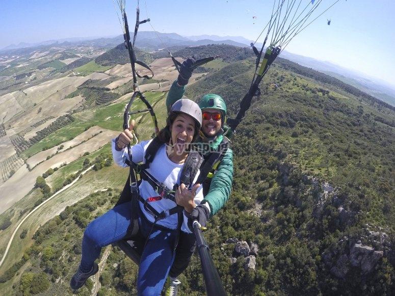 从高处滑翔瓜达尔基维尔山谷