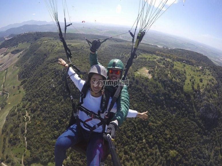 自由飞翔滑翔伞