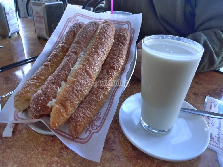 Tasting of horchata and fartons