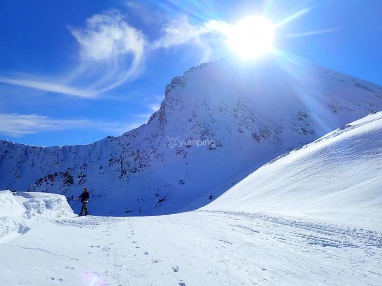 Senderismo en la nieve por el Valle de Incles