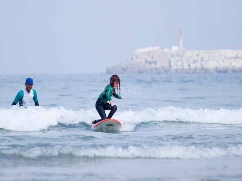 Iniciación al surf en playa de Sabón