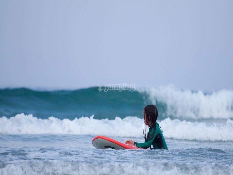 Clase de surf para todas las edades en Sabón