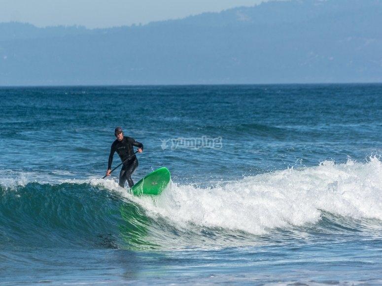 No hay edad para subir a la tabla de paddle surf