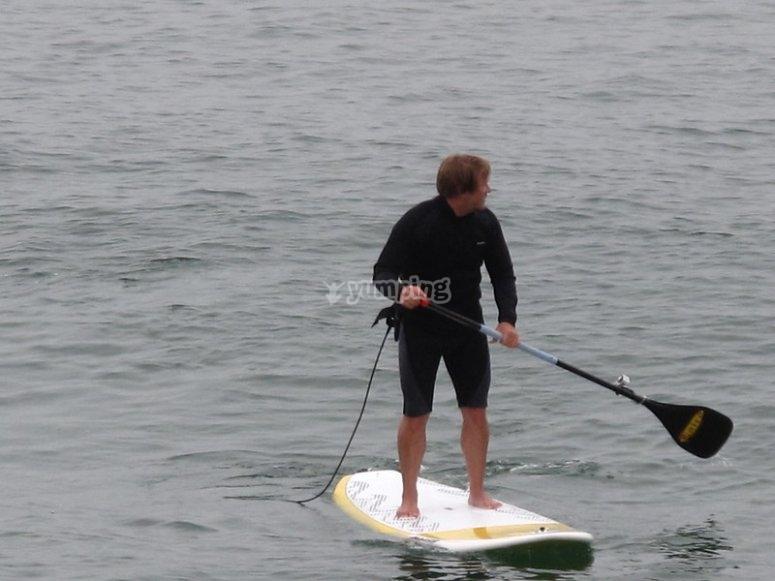 Tranquilo paseo practicando paddle surf en Playa Sabón