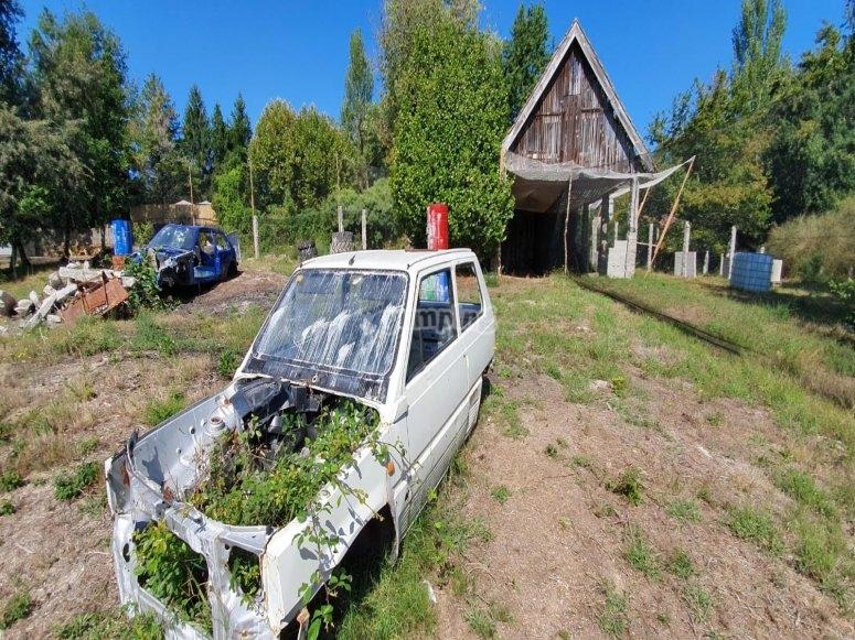 Rottamazione di auto che simulano un campo di paintball