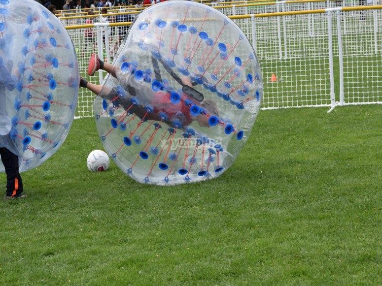 Calcio a bolle per bambini a Moraña
