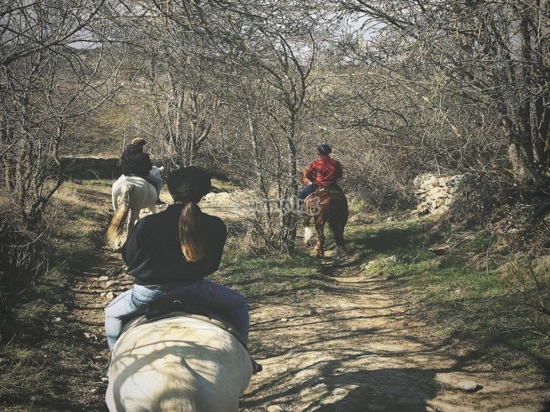 穿越Buitrago de Lozoya的骑马路线