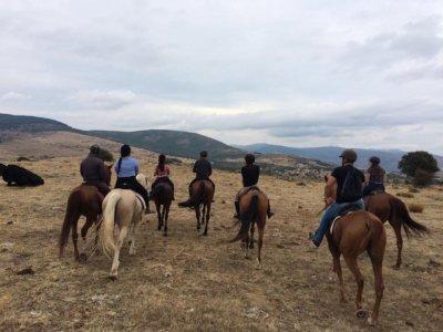 骑马经过2小时30分钟的Buitrago de Lozoya