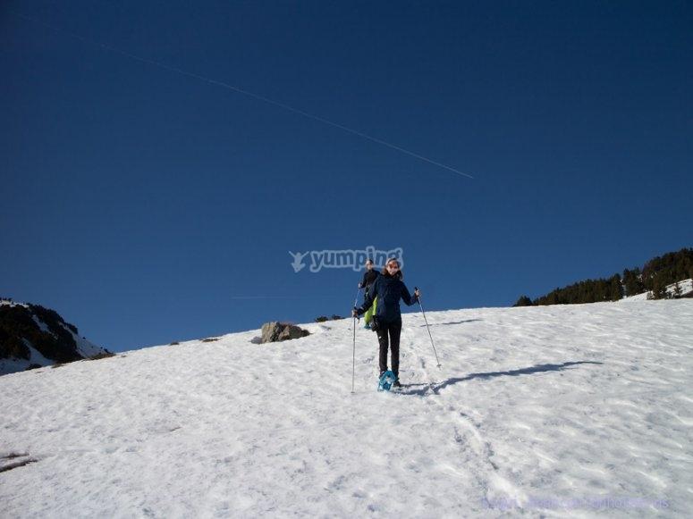 Tour con raquetas de nieve desde Hoya de la Mora