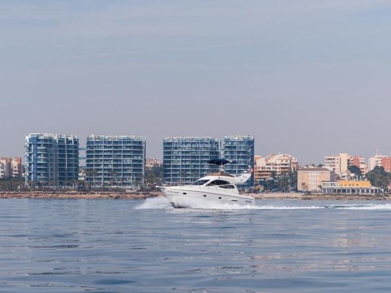 Cavalcando la Costa Blanca in yacht