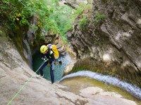 在阿拉贡比利牛斯山脉进行峡谷探险
