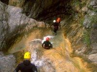 穿越Tena山谷进行峡谷探险