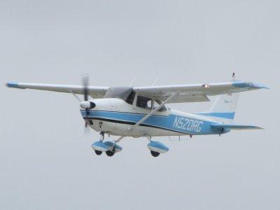 Pilota per un giorno nella baia di un aereo leggero di Cadice 1h