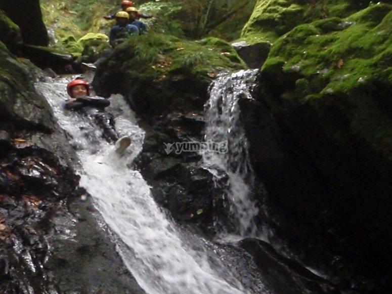 Discesa del canyoning sul fiume Santa Baia