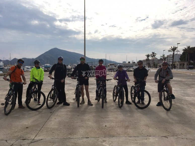 Cyclists ready for your route through Benidorm