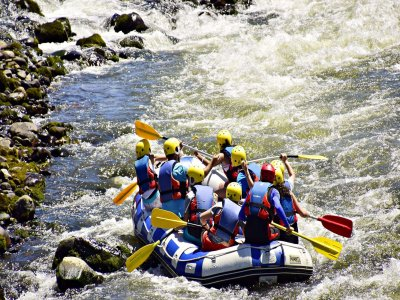 Rafting down the river Sil 3 hours