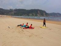 Prove sdraiate sulla sabbia