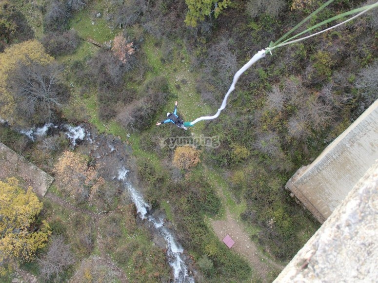 Bungee jumping from 30 meters in Madrid
