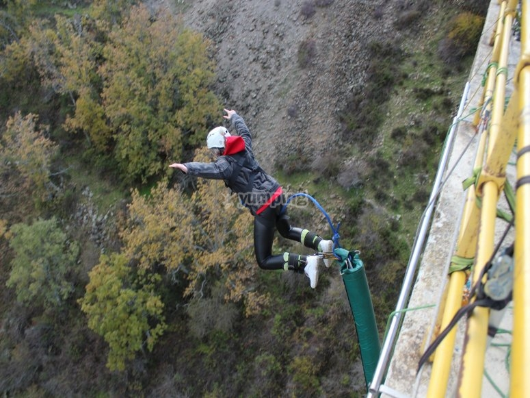 Bungee jumping during the week Buitrago de Lozoya