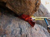 Material asegurado a la roca