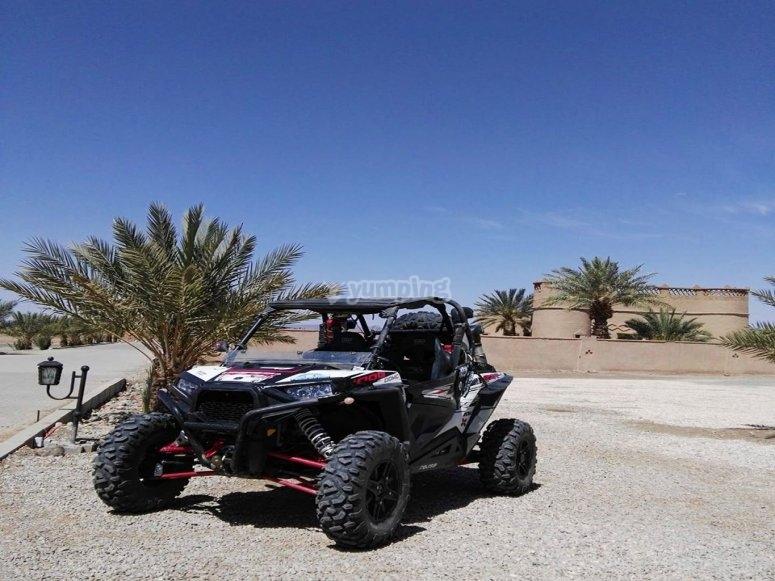 Buggy biplaza con transmisión automática