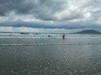 在营地冲浪