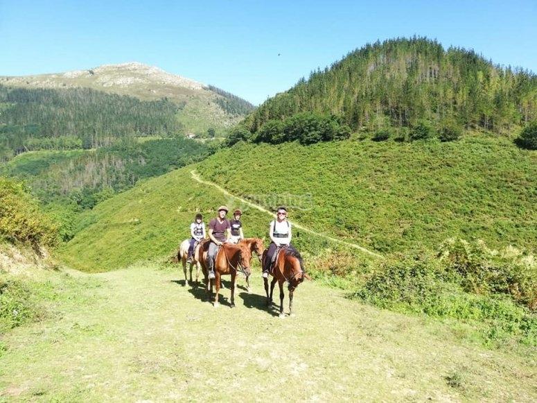 Paseo a caballo para niños en Lastur