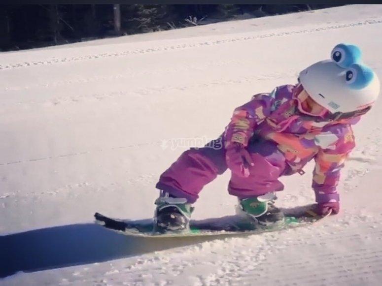 孩子们学习的单板滑雪