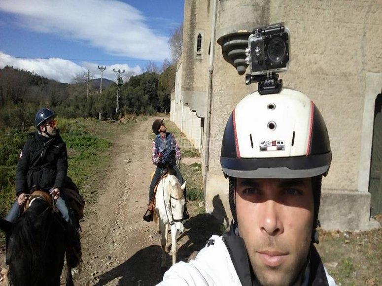 骑马穿过Montseny山谷