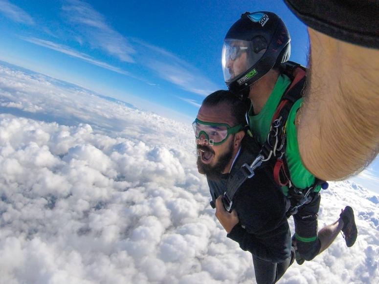 Tandem jump at 4,000 meters high Barcelona