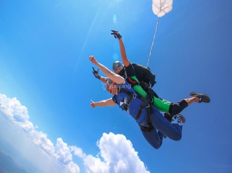 Free fall at 200 km / h