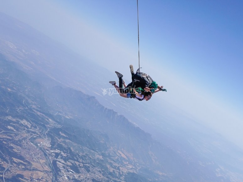 Flight and parachute jump in Barcelona