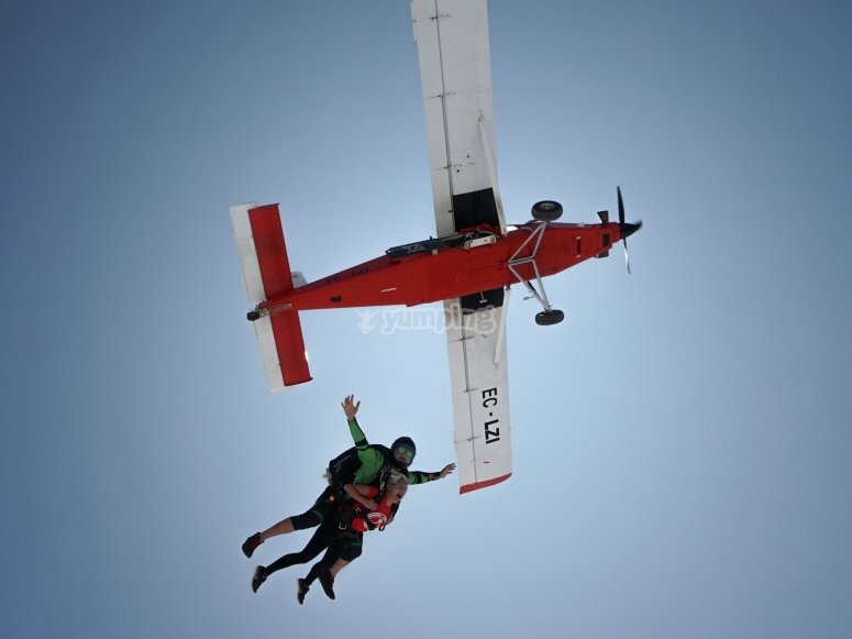 Skydiving jump with instructor