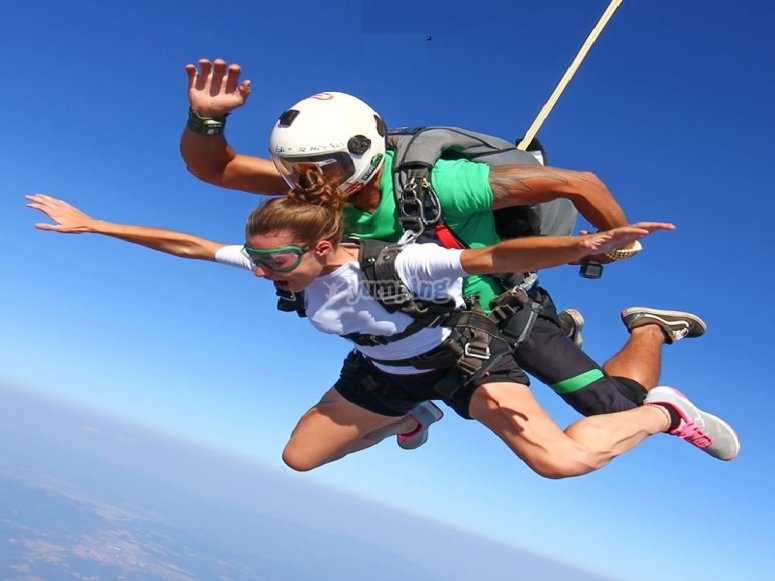 Tandem jump in Bages