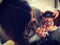 Maquillando a la peque